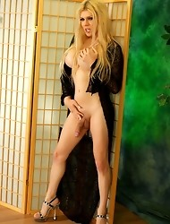 Seductive tgirl Jesse posing her long dick