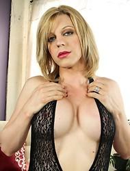 Tyra Scott Cums On Her Tits